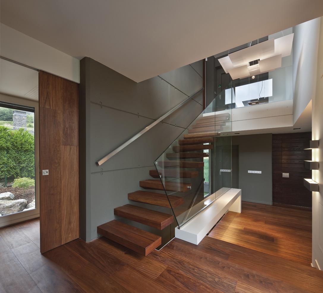 Catalogo krona kompatto corrediza maderas y puertas g2 for Modelos de puertas principales minimalistas