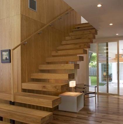 Escaleras de madera maderas y puertas g2 for Puertas de escalera