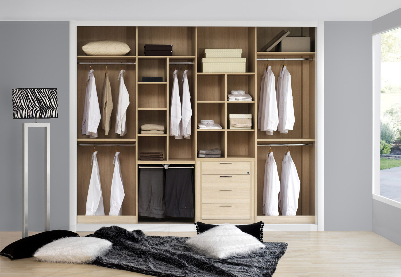 Galer a interiores de armarios y vestidores maderas y for Distribucion de armarios empotrados por dentro